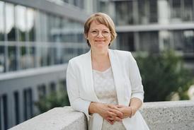 Frau Sabine Green